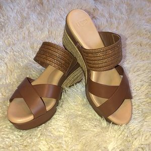 🌸NEW🌸UGG Brown Leather Wedge Sandals
